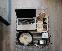 Déjeuner au bureau et covid. Des aménagements sont autorisés
